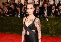 #PrêtàLiker : dans les coulisses du tatouage de Cara Delevingne au Met
