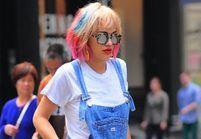 Rita Ora cède à la tendance « rainbow hair »