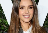 Saurez-vous reconnaître de quel emoji s'inspire la coiffure de Jessica Alba ?