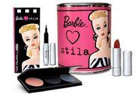 Stila maquille Barbie pour ses 50 ans