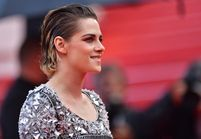 Cannes 2018 : Kristen Stewart a monté les marches pieds nus, malgré la pluie !