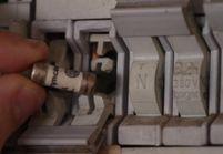 VIDEO : Comment vérifier un fusible électrique?