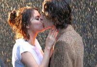 Selena Gomez embrasse un homme, et ce n'est pas le chanteur de The Weeknd