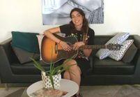 ELLE LIVE #18: Léa Paci chante à la rédaction