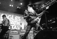 Attentats à Paris : les fans des « Eagles of Death Metal » veulent mettre le groupe en tête des ventes