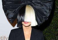 Sia s'affiche nue sur Internet, mais pour une excellente raison