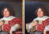 Un homme ajoute un sourire à des peintures grâce à une appli et c'est hilarant !