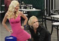 Tori Spelling et Jennie Garth, très kitsch dans leur nouvelle série