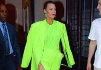 Blake Lively attire (encore) tous les regards avec un total look vert fluo