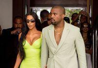 Kanye West pique les chaussures de Kim Kardashian, la toile s'emballe