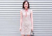 Pourquoi elle est bien : Dakota Johnson boyish en dentelle au défilé croisière Gucci
