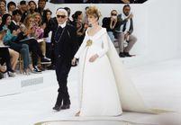 Karl Lagerfeld et sa mariée enceinte font le buzz