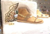 #ELLEFashionSpot : Ancient Greek Sandals s'installe au Bon Marché