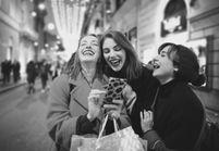 Faire les soldes en boutique ou shopper en ligne : le match