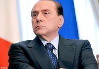 """Berlusconi taxé de """"machisme"""" par 98 000 femmes"""
