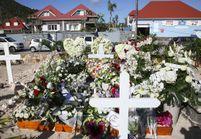 Johnny Hallyday : une plaque à l'inscription polémique sur la tombe du chanteur