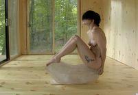 Lady Gaga entièrement nue dans une vidéo perturbante