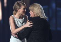 Les larmes de Taylor Swift quand elle reçoit un prix des mains sa mère