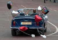 Mariage princier en direct : sortie surprise en Aston Martin