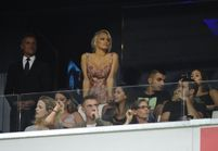 Pamela Anderson est-elle en Russie pour encourager son boyfriend Adil Rami avec les femmes des Bleus ?