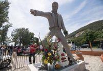 PHOTOS - Découvrez à quoi ressemble la statue de Johnny Hallyday haute de trois mètres