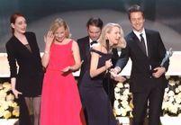 Prêt-à-liker: la glissade de Naomi Watts aux SAG Awards