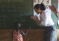 Rihanna s'improvise institutrice pour des enfants du Malawi