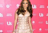 """Jennifer Lopez toujours aussi """"hot"""" sur tapis rouge"""