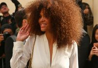 Tina Kunakey, la petite amie de Vincent Cassel rayonne au premier rang du défilé Dior