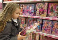 Des féministes manifestent contre les jouets stéréotypés