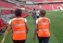 Des mères de supporters assurent la sécurité d'un match de foot brésilien