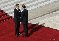 François Hollande succède officiellement à Nicolas Sarkozy