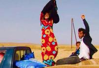 Syrie : elles jettent leur voile en quittant les territoires occupés par l'EI