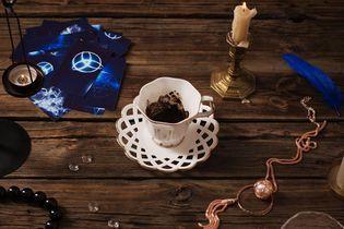 La tasséomancie, ou l'art délicat de lire les feuilles de thé