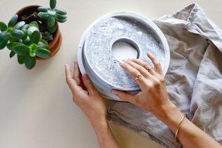 Fabriquer un dessous de plat en béton effet marbre avec I MAKE