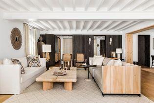 À Biarritz, une ancienne ferme transformée en loft aux matières « texturées »