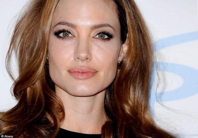 Beauty On Veut Elle Le D'angelina Look Toutes Jolie bfyY7gI6v