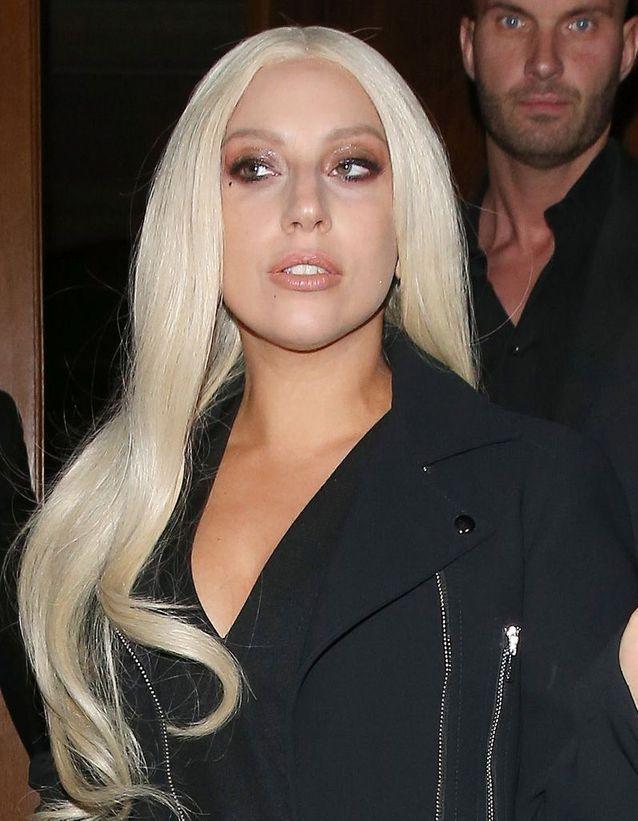 Lady Gaga et son lifting au ruban adhésif