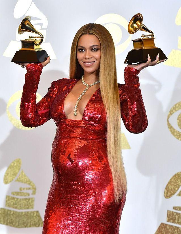 Beyoncé adopte les cheveux XXL
