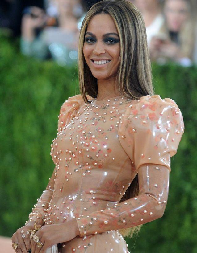 Beyoncé et ses cheveux raides
