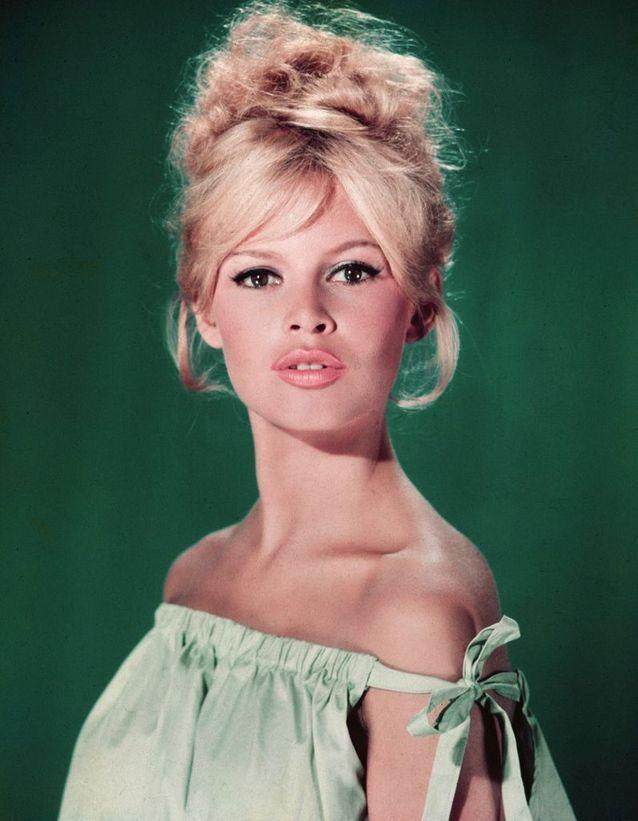 Le chignon mythique de Brigitte Bardot en 1960