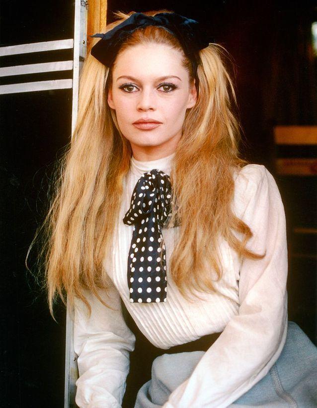 """Le noeud dans les cheveux de Brigitte Bardot en 1965 dans """"Viva Maria !"""""""