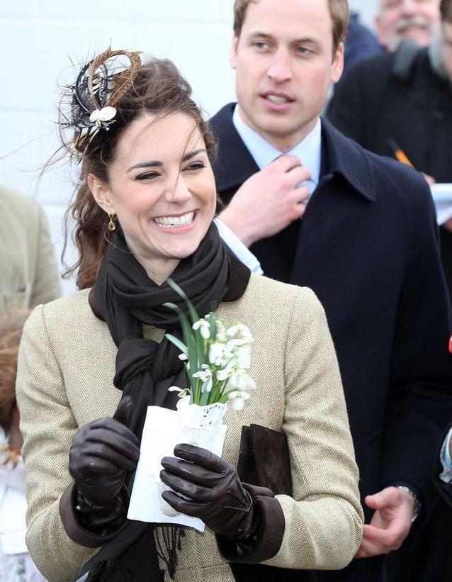 Chignon Kate Middleton avec fleurs