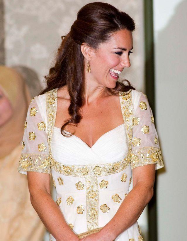 Coiffure cheveux bouclés Kate Middleton