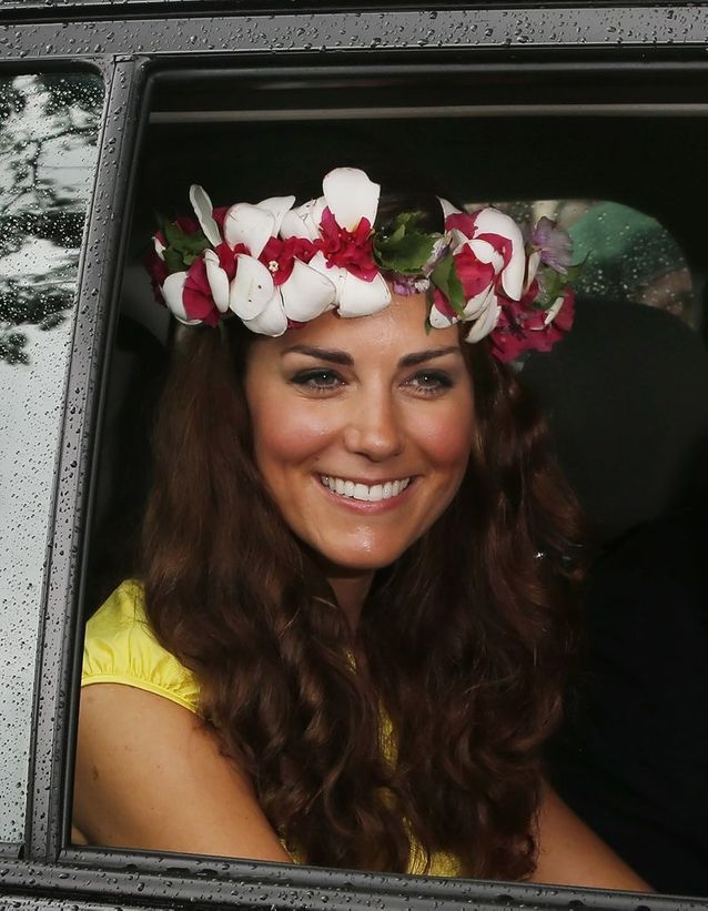 coiffure kate middleton avec couronne de fleurs les plus. Black Bedroom Furniture Sets. Home Design Ideas