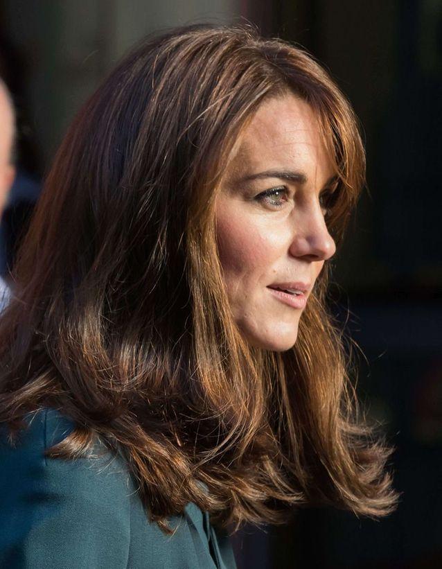 Kate Middleton adopte un carré long à frange et opte pour une teinte plus claire