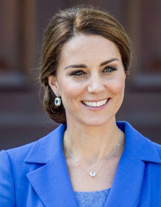 Kate Middleton chignon bas