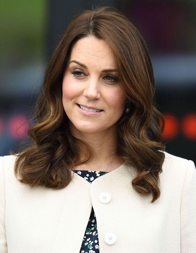 Kate Middleton avec son brushing et pointes ondulées