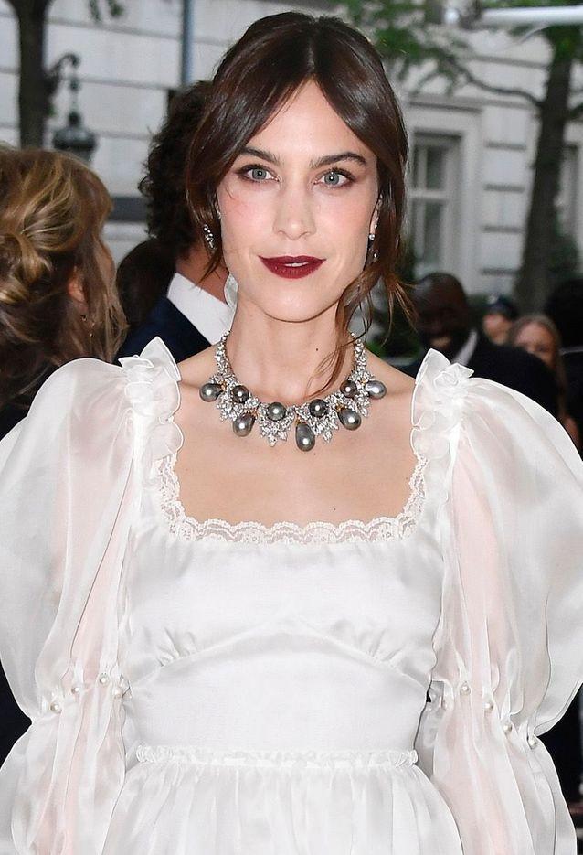 Les lèvres foncées d'Alexa Chung au Met Ball 2018