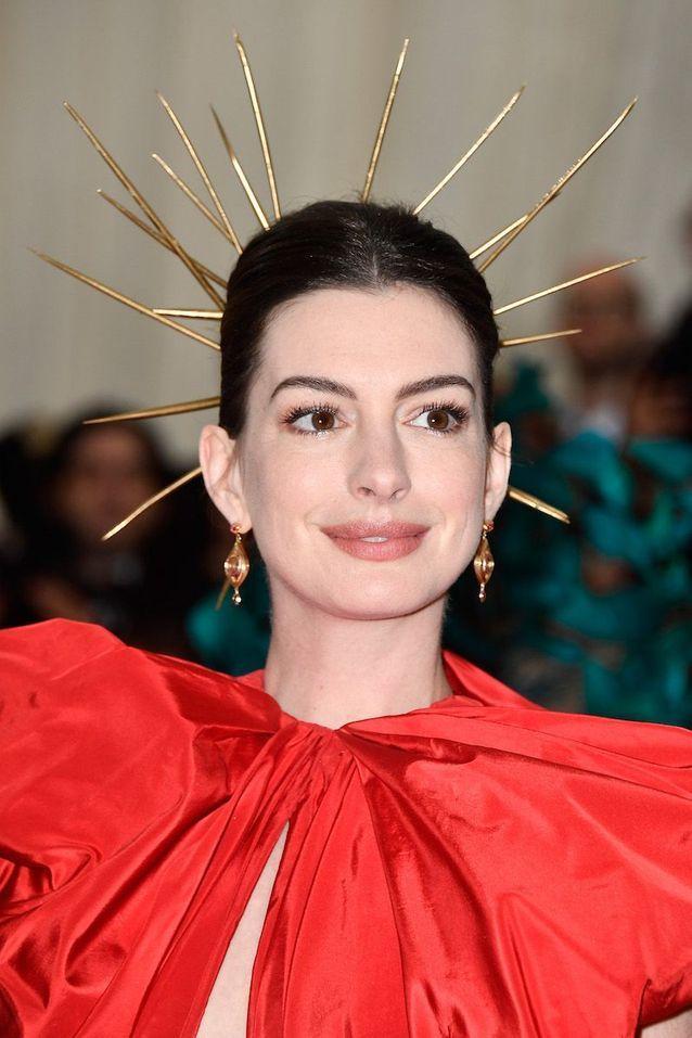 Le beauty look d'Anne Hathaway au Met Ball 2018